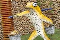 腹斑蛙挑米