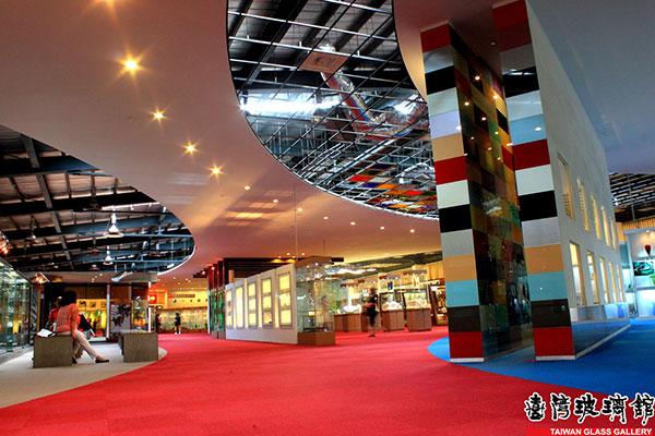 玻璃館的二樓展場有許多精緻的玻璃藝品/台灣玻璃館提供