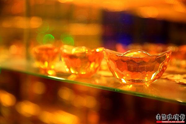 金光閃閃的黃金隧道果然有黃金!/台灣玻璃館提供