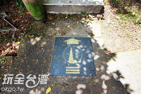 上古道階梯前還有一個倒影塔的指示,讓人困惑/玩全台灣旅遊網攝