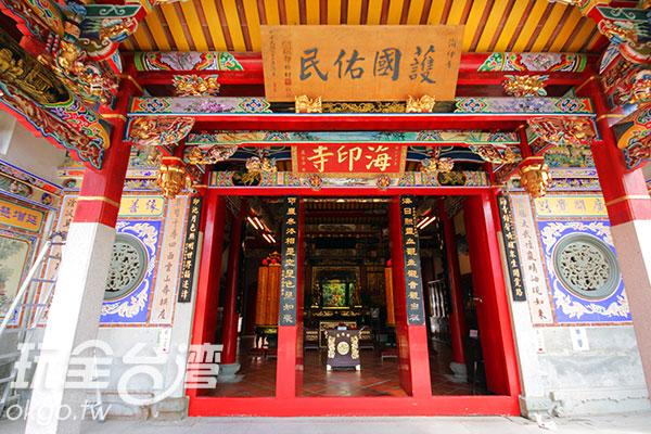 海印寺的匾額為嚴家淦先生所提寫/玩全台灣旅遊網攝