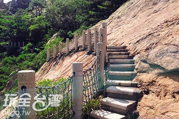 看起來相當可怕的步道其實走起來十分安全/玩全台灣旅遊網攝