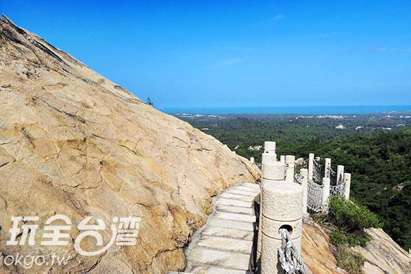 驚險刺激的懸崖步道一輩子一定要體驗一次!/玩全台灣旅遊網攝