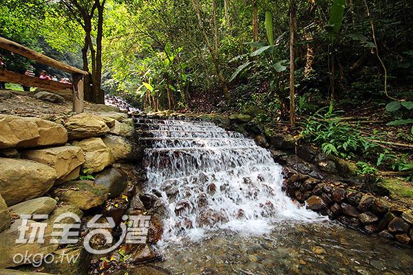 美麗的溪流瀑布/玩全台灣旅遊網攝