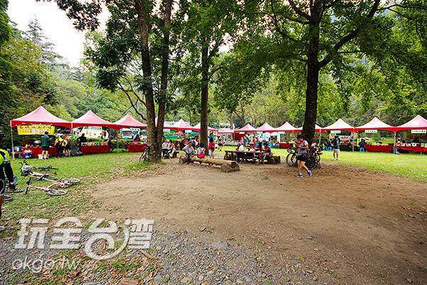 會場攤位眾多/玩全台灣旅遊網攝
