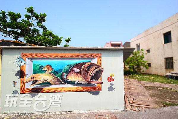 小丑魚就像浮出牆面一般的逗趣/玩全台灣旅遊網攝