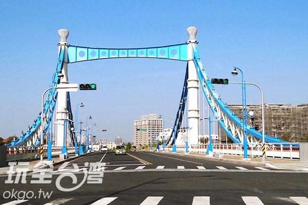 相當古典文雅的藍天白雲橋/玩全台灣旅遊網特約記者楊昌林攝