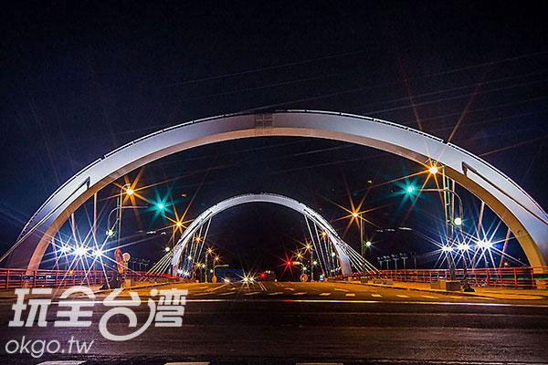入夜後的新桃花園橋/玩全台灣旅遊網特約記者楊昌林攝