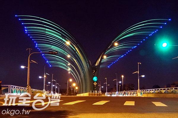 夜裡看清新橋/玩全台灣旅遊網特約記者楊昌林攝