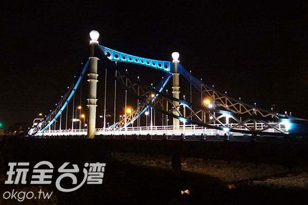 側看藍天白雲橋/玩全台灣旅遊網特約記者楊昌林攝