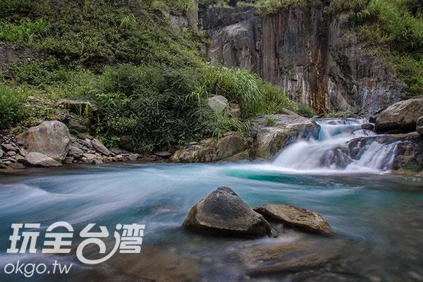 溪水與岩石間,述說著動靜之美/玩全台灣旅遊網特約記者陳健安攝