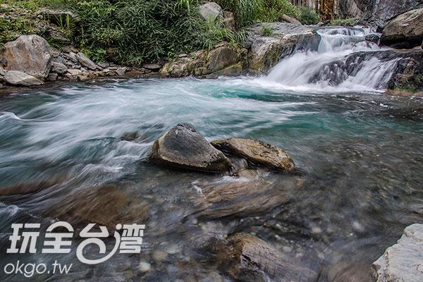 透澈的溪水,沁涼無比/玩全台灣旅遊網特約記者陳健安攝