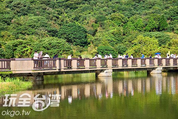 大屯公園是很多新人的婚紗拍攝地,經常可看到有人在這裡拍照/玩全台灣旅遊網特約記者奈奈攝