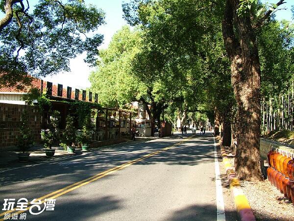 位於綠色隧道旁的添興窯陶藝中心/玩全台灣旅遊網攝