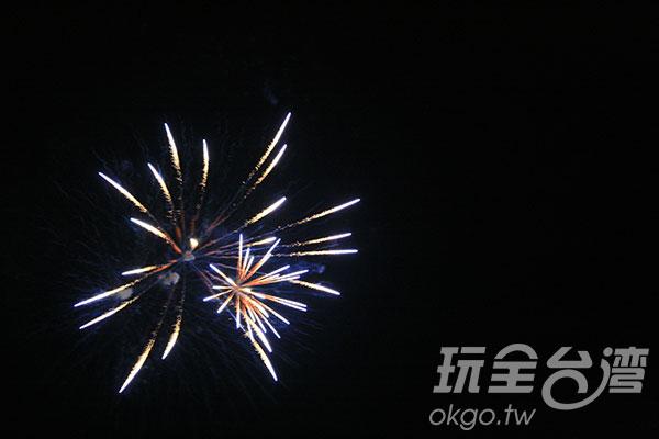 秀麗的日月潭煙火/玩全台灣旅遊網攝