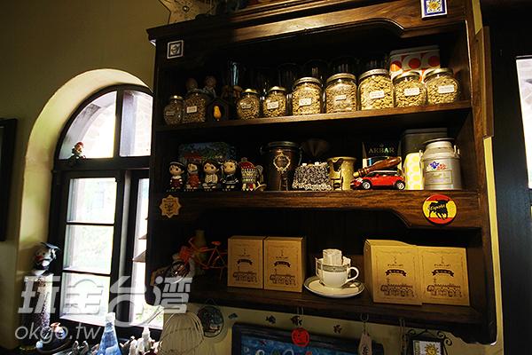 架上的咖啡豆種類繁多/玩全台灣旅遊網攝