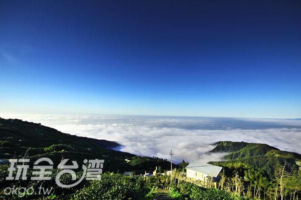 軟綿細白的雲海讓人好想躺上去打個盹~/玩全台灣旅遊網攝