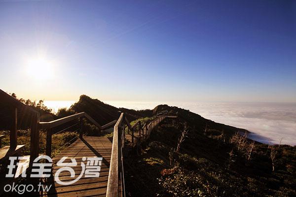 觀霧亭的景觀道路/玩全台灣旅遊網攝