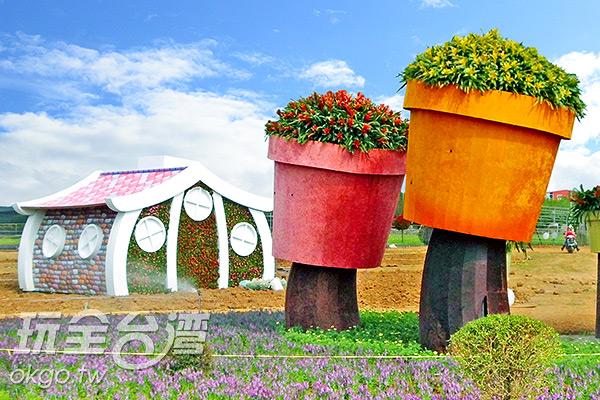 從後看巨型花盆/玩全台灣旅遊網特約記者楊昌林攝