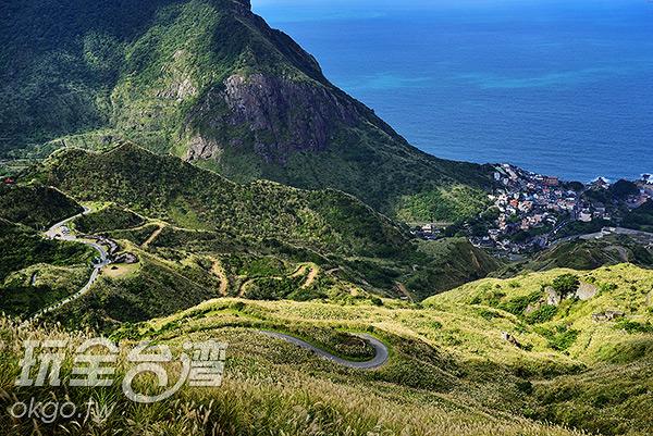 蜿蜒的山路在山坡畫出曲折的線條/玩全台灣旅遊網特約記者奈奈攝