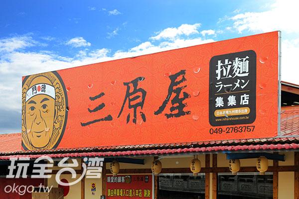 大紅色的「扛棒」相當引人注目/玩全台灣旅遊網攝