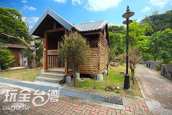 這座可愛的木屋竟然是一間廁所!/玩全台灣旅遊網攝