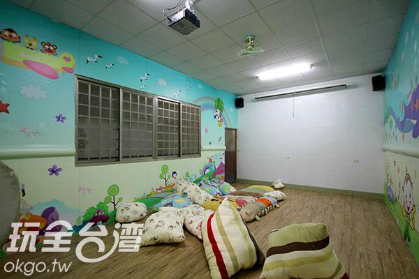 歡樂城堡:讓大小朋友休憩、打枕頭仗的地方/玩全台灣旅遊網攝