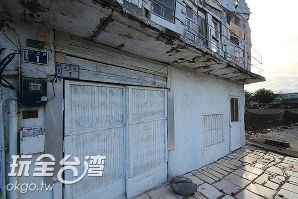 連大門也刷上白漆/玩全台灣旅遊網攝