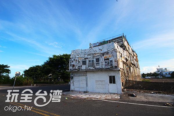 看似搖搖欲墜的小屋卻又屹立不搖/玩全台灣旅遊網攝