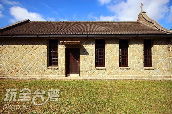 教堂的外牆採用雙層的石頭建造/玩全台灣旅遊網攝