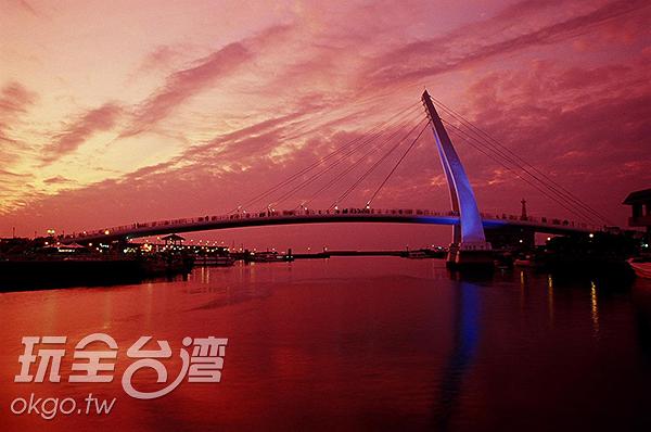 橘紅霞光閃耀海平面/玩全台灣旅遊網攝
