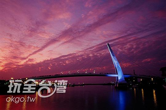 傍晚是天色最變化多端的時刻/玩全台灣旅遊網攝