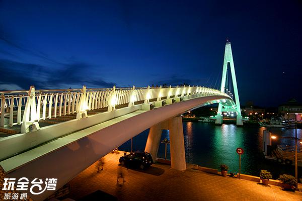 散步橋上相當浪漫/玩全台灣旅遊網攝