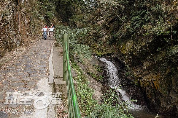 沿途也有許多小瀑布/玩全台灣旅遊網特約記者陳健安攝
