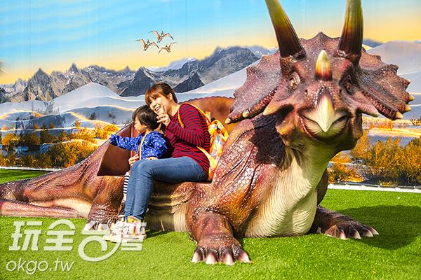 可供拍照的恐龍裝置/特約記者陳健安攝