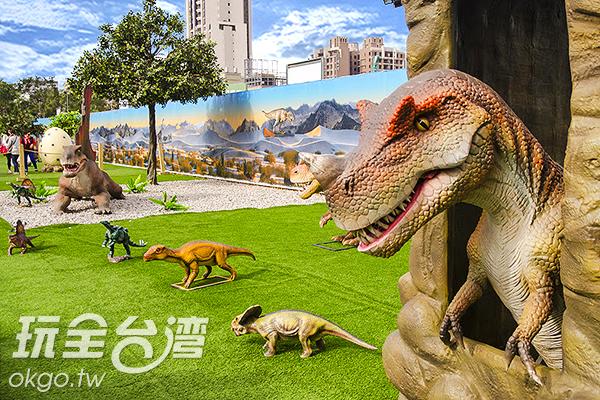 小心被突然探出頭的恐龍嚇得正著/特約記者陳健安攝