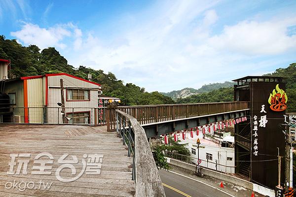 關嶺天梯聳大的標誌讓人感受到霸氣/玩全台灣旅遊網攝