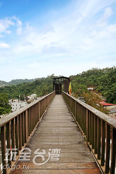 通過天梯可到達好漢坡的一半,讓人省下不少力氣/玩全台灣旅遊網攝