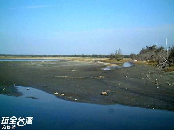 一望無際的濕地,讓人有也放鬆了起來/玩全台灣旅遊網攝