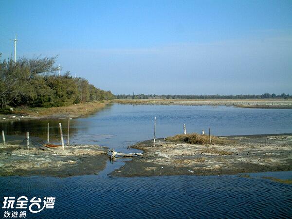 常有許多候鳥停歇在濕地中的沙丘/玩全台灣旅遊網攝