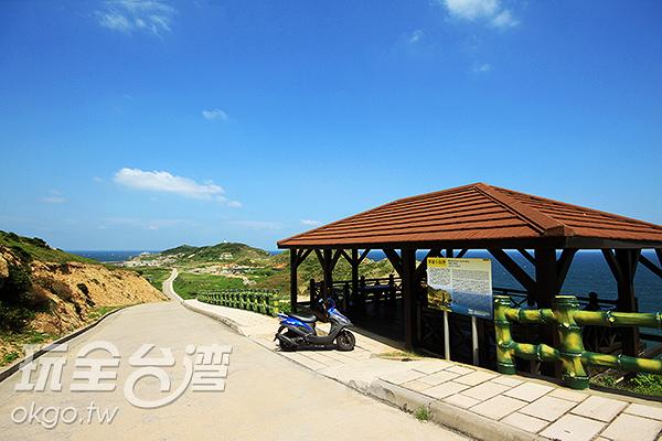 神祕小海灣設有觀景台可供遊客該賞美景/玩全台灣旅遊網攝