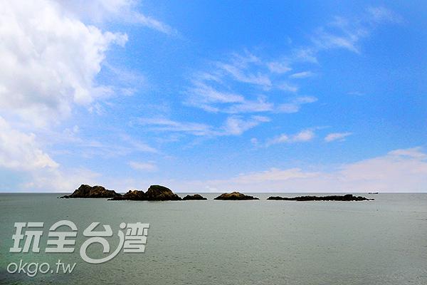 在退潮時可直接徒步前往蛇島/玩全台灣旅遊網攝