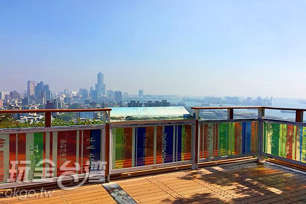 圍欄玻璃上寫上各國的我愛你/玩全台灣旅遊網攝