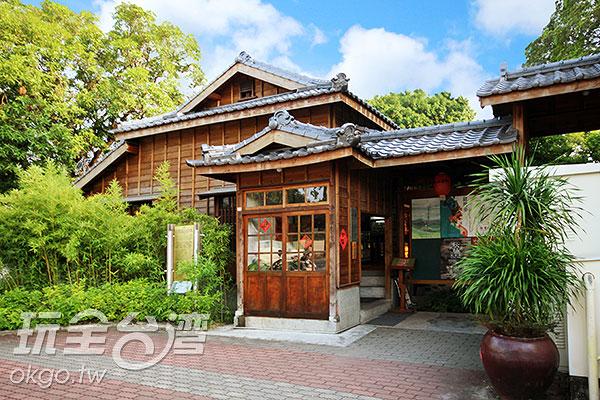 在2006年時曾發生大火,燒毀部分建築,幸虧透過文化局修復,保留大部分原貌,才能讓我們欣賞到這古色古香的傳統日式建築。