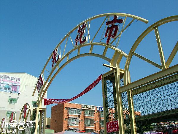 國光花市是大里區的老字號花卉中心/玩全台灣旅遊網攝