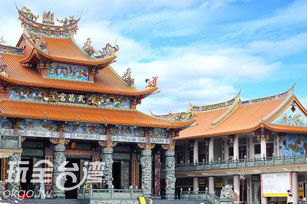 主燈於集集武昌宮展示,重建後的武昌宮更顯氣派/玩全台灣旅遊網攝