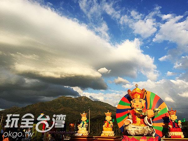 宗教好運燈區展示著Q版的神像,造型十分討喜/玩全台灣旅遊網攝