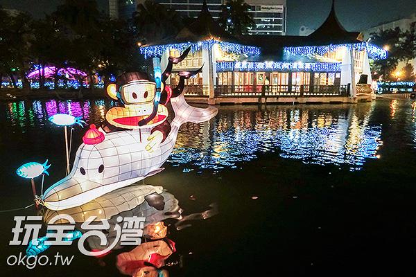 大嘴猴在湖心亭潛水/玩全台灣旅遊網特約記者陳健安攝
