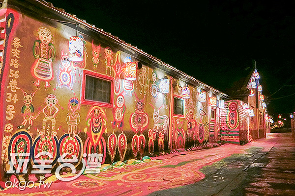 燈籠懸掛屋簷,綿延不絕/玩全台灣旅遊網特約記者陳健安攝