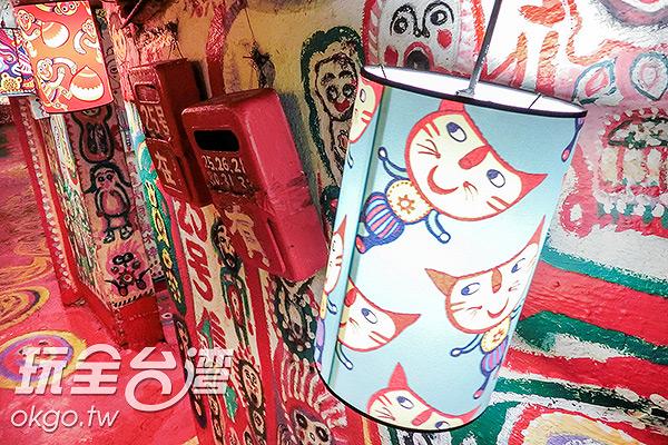 可愛貓咪也躍上燈籠囉/玩全台灣旅遊網特約記者陳健安攝